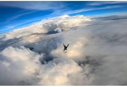 Skok spadochronowy z filmowaniem i zdjęciami w Przasnyszu lub Nowym Targu