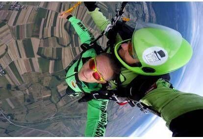 Skok w tandemie z 4000 m ze zdjęciami i fotorelacją