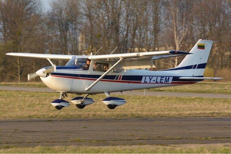 Lot szkoleniowo-przeglądowy samolotem w Kownie na Litwie (3 osoby)