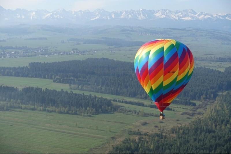 Lot balonem z pakietem zdjęć i filmem w wybranym mieście w dni robocze