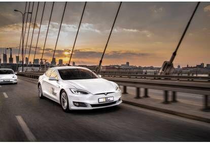 Jazda Teslą Model S w wybranym mieście