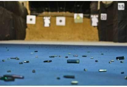 Strzelanie z pakietem Ceska Zbrojovka w strzelnicy FSO w Warszawie