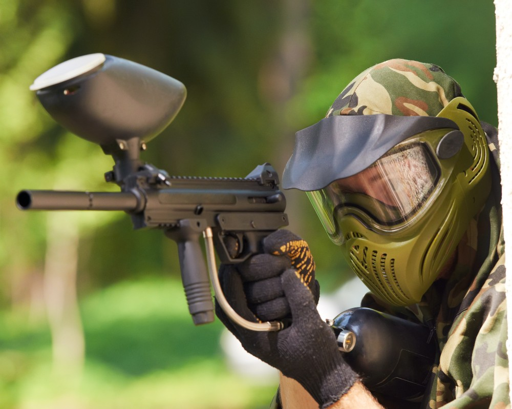 Paintball, lasery, airsoft